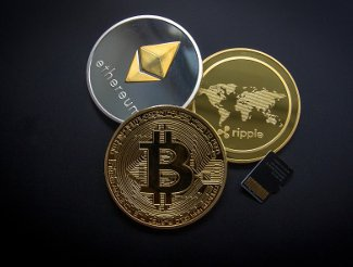 Regulatory Uncertainty Still Holding Back Cryptocurrency Acceptance Among Mainstream Financial Advisers